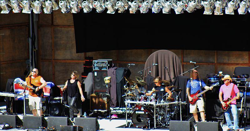 Yailbirds performing